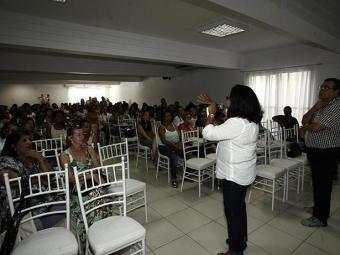 Professores na assembleia da APLB em Feira - Foto: Luiz Tito/Ag. A Tarde