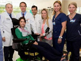 Sessões de fisioterapia motora, ocupacional e respiratória fazem parte da rotina de Lais agora - Foto: Divulgação