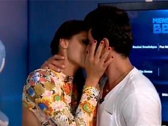 O casal #FranGo se beija logo depois de reencontrarem - Foto: TV Globo   Divulgação