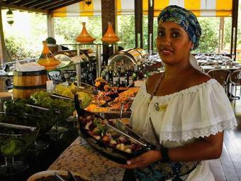 Principais oportunidades são para garçom e encarregados de atendimento - Foto: Eduardo Martins   Ag. A TARDE