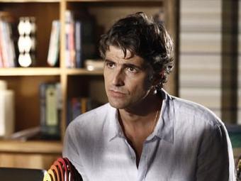 Cadu desmaia e deixa Clara desesperada - Foto: Inácio Moraes/TV Globo