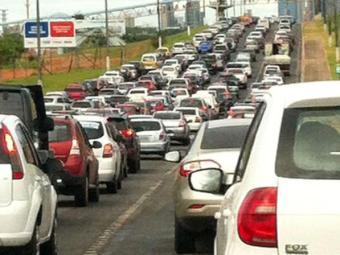 Trânsito está lento na Paralela, ACM, Bonocô e orla - Foto: Vanessa Bonin   Cidadão Repórter