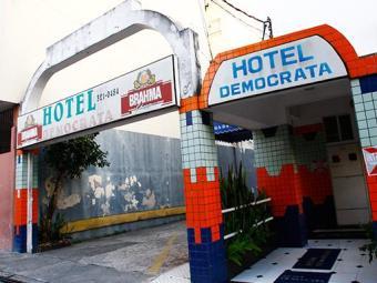 Corpo foi encontrado na cama de um dos quartos do Hotel Democrata - Foto: Margarida Neide / Ag. A TARDE