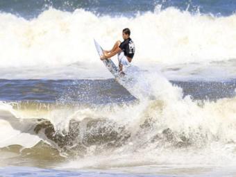 Bino mandou bem na etapa, mas foi superado pelo paulista Jessé Mendes na pontuação geral - Foto: Surf Bahia | Reprodução