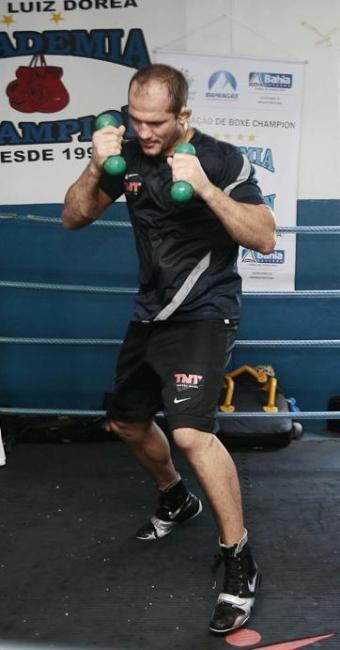 Júnior treina na Champion, em Salvador: foco no boxe continuará - Foto: Mila Cordeiro | Arquivo | Ag. A TARDE