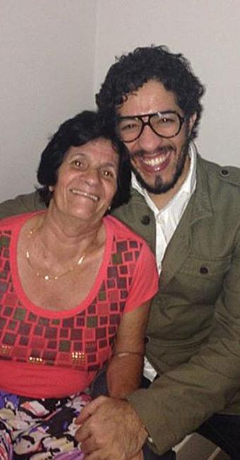 Parlamentar postou foto ao lado da mãe junto com o texto - Foto: Jean Wyllys | Facebook