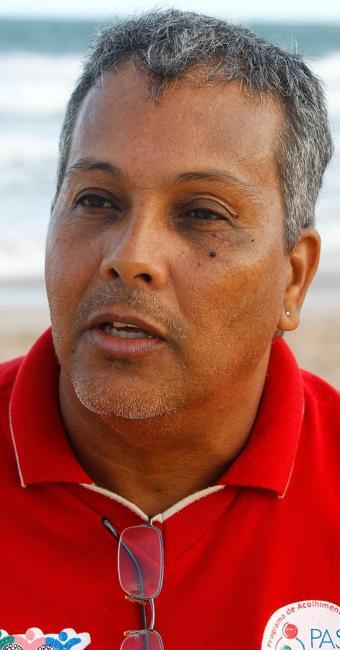 Objetos foram atirados no gramado e técnico Mário Augusto sofreu um corte no rosto - Foto: Eduardo Martins | Ag. A TARDE