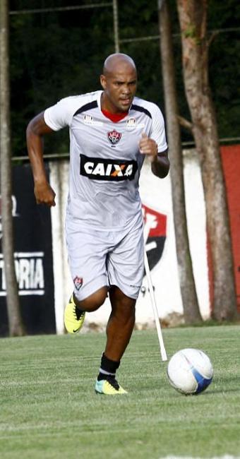 Souza treina forte em seu primeiro coletivo como jogador do Vitória - Foto: Margarida Neide / Ag. A TARDE