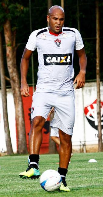 Atacante, que jogou no time reserva, garantiu empate contra titulares - Foto: Margarida Neide / Ag. A TARDE