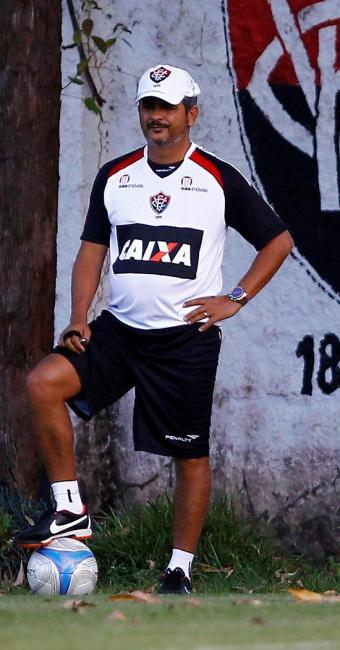 Ney Franco observa equipe com trio de meias e trio de atacantes em treino desta sexta - Foto: Eduardo Martins | Ag. A TARDE