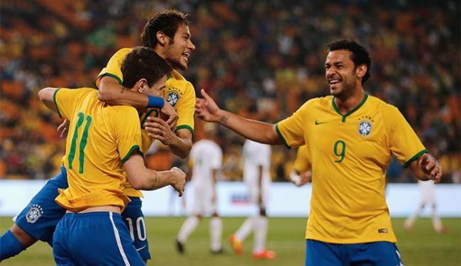 Com mais uma ótima atuação de Neymar, autor de três gols, a Brasil massacra a África do Sul - Foto: Siphiwe Sibeko l Reuters