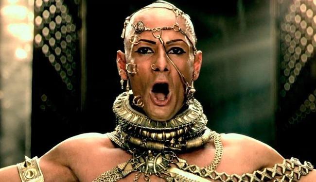 Filme deu mais espaço a história do Rei Xerxes I, personagem do brasileiro Rodrigo Santoro - Foto: Divulgação