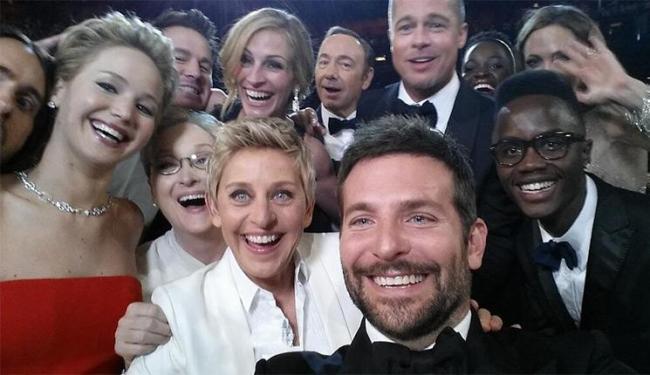 Ellen DeGeneres fez uma 'selfie' no meio da apresentação e postou em sua conta no Twitter - Foto: Repordução   Twitter