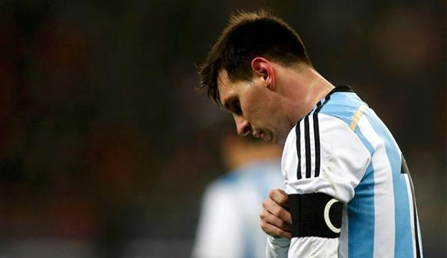 Craque argentino passa mal em campo durante 1° tempo - Foto: Bogdan Cristel l Reuters