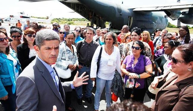 Profissionais foram recebidos pelo secretário Washington Couto na Base Aérea de Salvador - Foto: Edilson Lima / Ag. A TARD