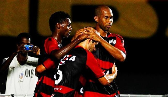Marquinhos e Dinei comemoram gol com lateral Juan, que abriu o placar no primeiro tempo - Foto: Eduardo Martins   Ag. A Tarde