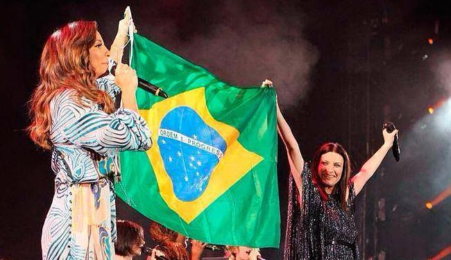 No show, Ivete e Laura levantaram a bandeira do Brasil e falaram da amizade entre elas - Foto: Divulgação