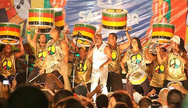 O DJ acrescentou a levada do Olodum a um dos seus mais famosos hits, a música Weapon of Choice - Foto: Divulgação