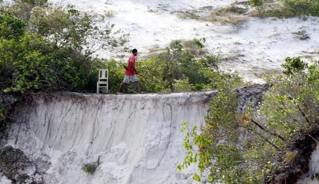 Ao ver fotógrafo de A TARDE próximo à duna, observador foi avisar sobre a presença - Foto: Lúcio Távora | Ag. A TARDE