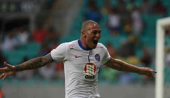 Titi marcou o segundo gol do Bahia e garantiu o quinto jogo sem derrota do Esquadrão - Foto: Lúcio Távora   Ag. A TARDE