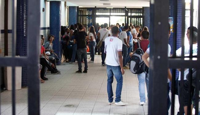 Cerca de um milhão de alunos retornaram as escolas estaduais nesta segunda - Foto: Edilson Lima | Ag. A TARDE