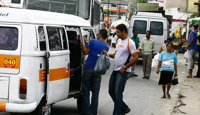 Motoristas de vans e micro-ônibus pedem a prisão do secretário de Transporte e Trânsito - Foto: Lúcio Távora | Ag. A TARDE