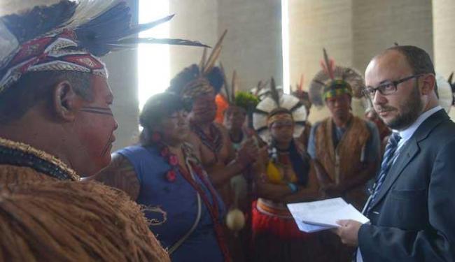 Lideranças indígenas permanecerão no local até conseguir audiência com o ministro - Foto: Marcello Casal Jr/Agência Brasil