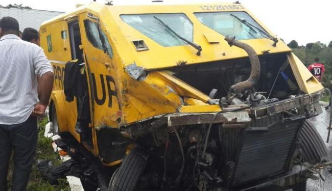 Caçamba que vinha atrás logo após acidente não conseguiu frear a tempo de evitar uma segunda batida - Foto: Cidadão Repórter