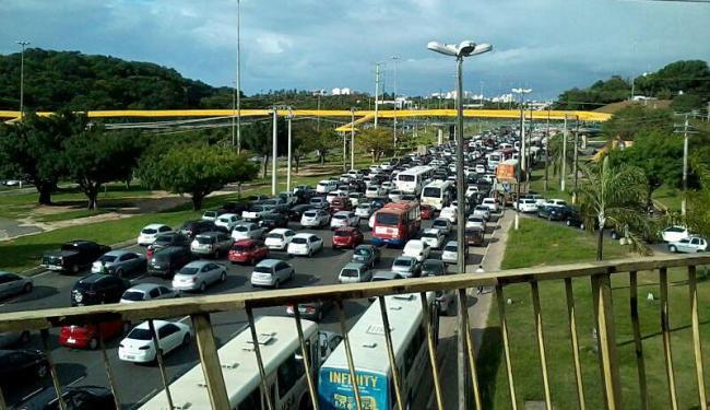 Trânsito segue congestionado na paralela, sentido rodoviária - Foto: Yuri Silva   Cidadão Repórter