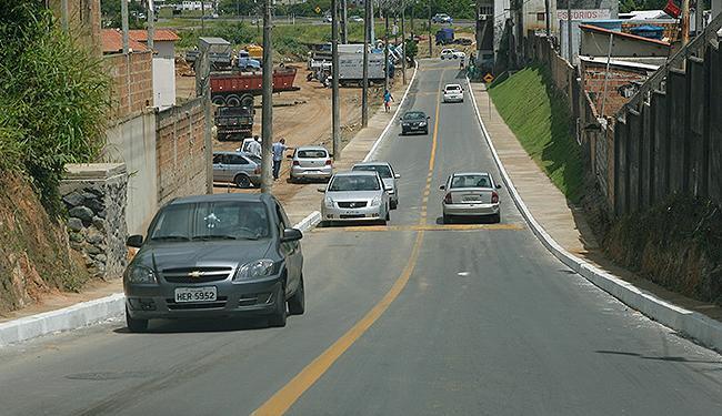 Veículos trafegavam na manhã deste sábado nos dois sentidos na via recém-inaugurada - Foto: Marco Aurélio Martins l Ag. A TARDE