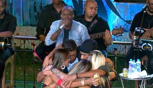 Brothers celebraram a amizade ao som de Thiaguinho - Foto: TV Globo   Divulgação