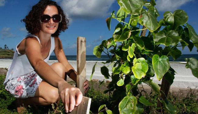 Débora Didoné, organizadora do projeto canteiros coletivos - Foto: Joá Souza | Ag. A TARDE
