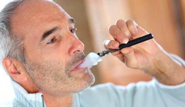 Deixar de fumar agulhas em uma orelha