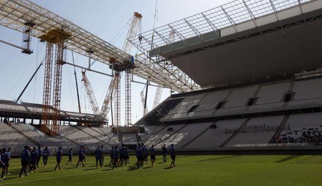 Itaquerão tem prazo de entrega à Fifa previsto para 15 de abril; Corinthians já treinou na Arena - Foto: Paulo Whitaker   Agência Reuters