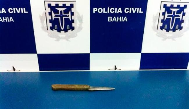 Segundo a polícia, faca usada no crime é típica para cortar fumo - Foto: Divulgação | Polícia Civil
