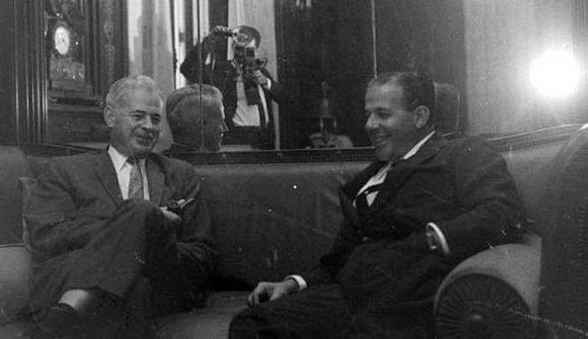 João Goulart recebe embaixador dos EUA, Lincoln Gordon, que conspirava contra seu governo - Foto: Arquivo Nacional