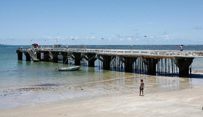 maré baixa impede atracação das lanchas em Mar Grande - Foto: Fernando Amorim   Ag. A TARDE