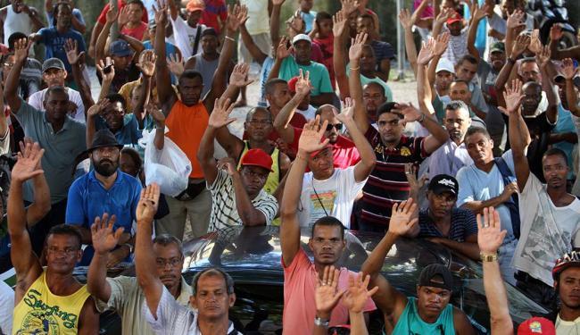 Trabalhadores decidiram manter greve durante assembleia realizada nesta segunda, 24 - Foto: Lúcio Távora | Ag. A TARDE