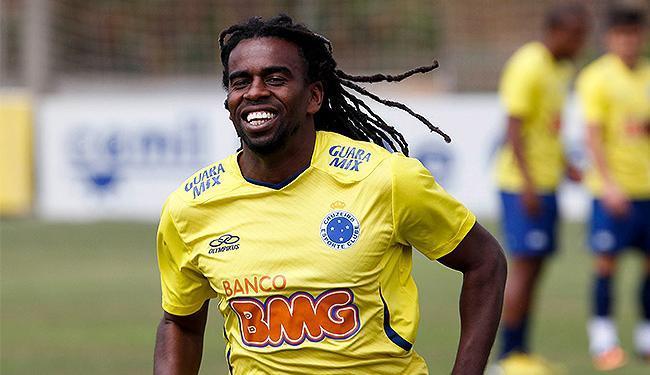 Clube peruano foi punido pelos gritos de sua torcida para o volante Tinga, do Cruzeiro - Foto: Washington Alves l VIPCOMM