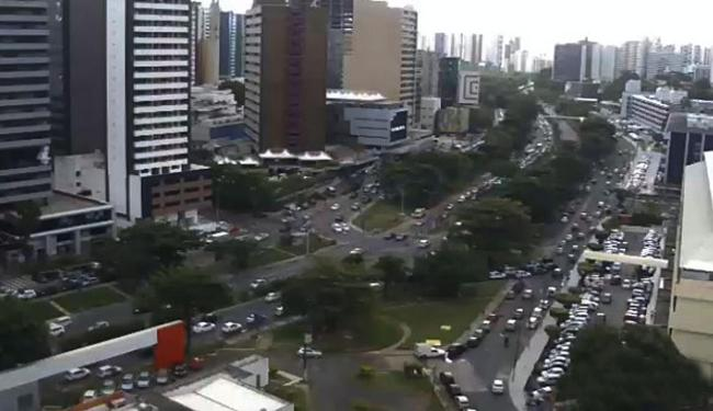 Avenida ACM, próximo ao hiperposto e ao Iguatemi - Foto: Reprodução