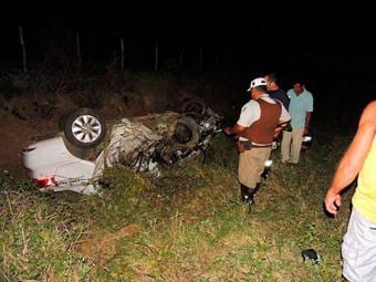 Carros ficaram completamente destruídos - Foto: Lay Amorim   Brumado Notícias