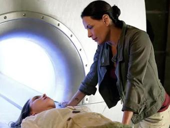 Tereza coloca Angelique na máquina depois de descobrir que ela tem caso com LC - Foto: TV Globo   Divulgação