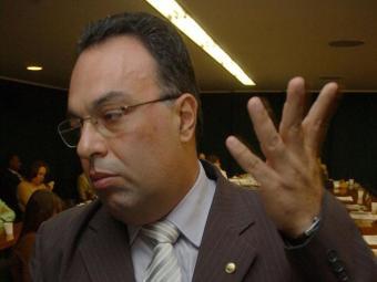 André Vargas (PT-PR) recebeu o aviso de dirigentes do partido - Foto: Fabio Pozzebom/ABr