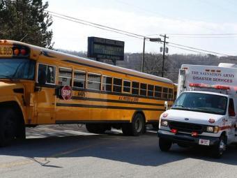 Ambulâncias foram chamadas para atender os estudantes - Foto: AP