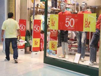 Segundo a pesquisa, a mudança na estrutura de consumo continua mesmo com uma economia desaquecida - Foto: Joá Souza | Arquivo | Ag. A TARDE