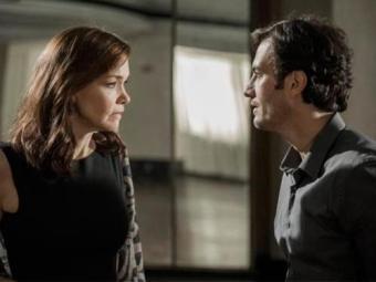 Helena volta a pedir que ele não se aproxime dela e de sua família, principalmente de Luiza - Foto: TV Globo | Divulgação