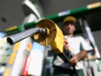 Consumidor começa a apagar mais caro pela gasolina nos postos - Foto: Raul Spinassé | Ag. A TARDE