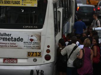 Rodoviários foram orientados a voltar para as garagens - Foto: Raul Spinassé | Ag. A TARDE