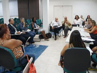 Primeira reunião para criar comissão foi realizada na Defensoria Pública, na Pituba - Foto: Ailton Sena | Divulgação