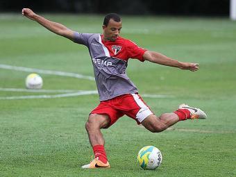 Zagueiro Roger Carvalho foi procurado pelo Vitória - Foto: Edno Luan l Futura Press